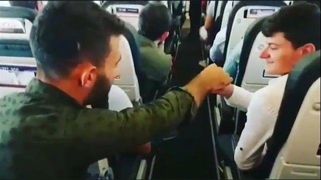 Pilota elden ele bilet parası gönderdiler