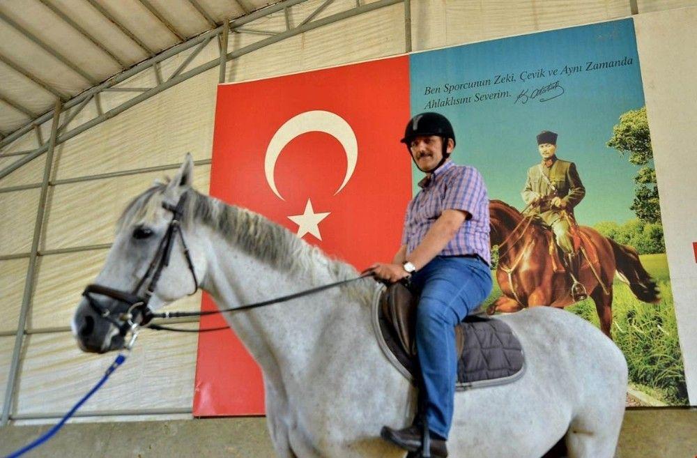 Vali Kaymak, Atlı Spor Tesisleri'ni gezdi