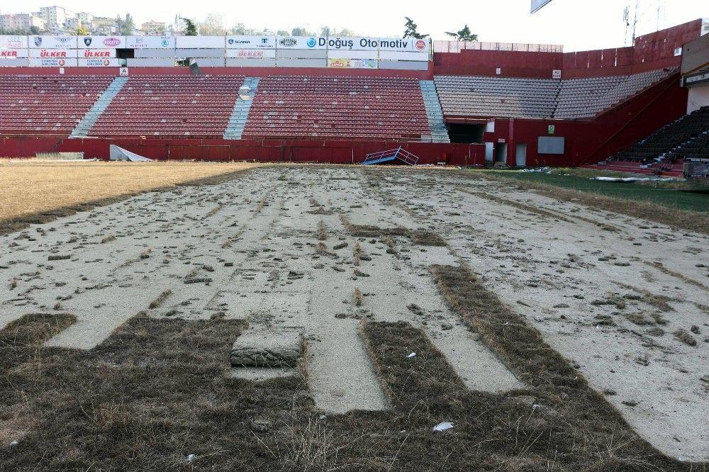 Avni Aker Stadı'nın son hali üzdü