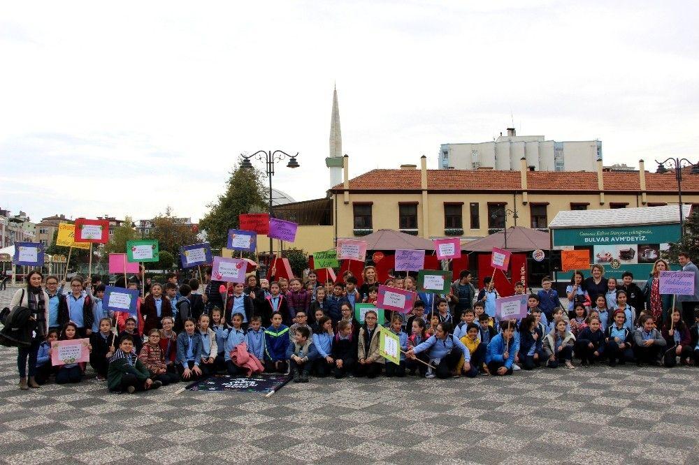 Minik öğrenciler, çocuk hakları için yürüdü