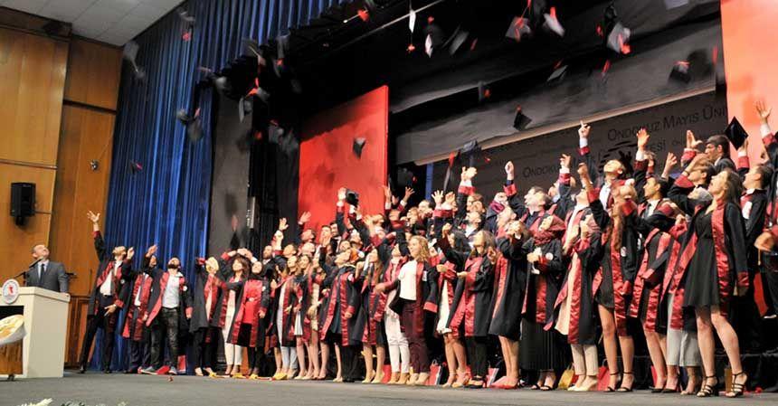 Veteriner Fakültesi'nin mezuniyet sevinci