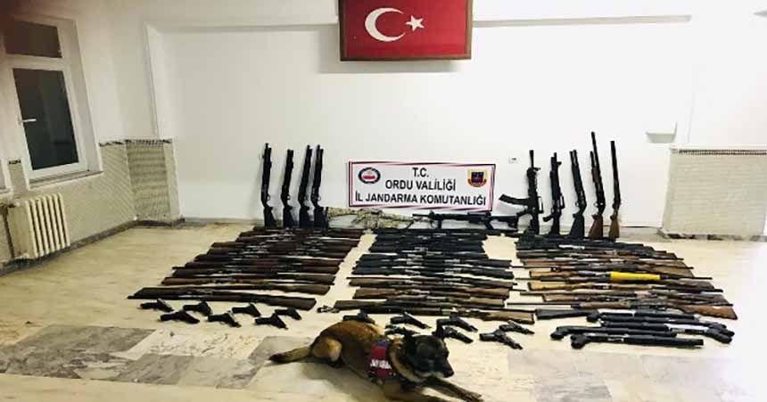 Jandarma aranan 109 kişiyi yakaladı