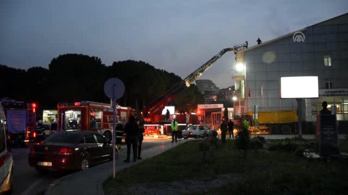 Göğüs Hastanesi'nin çatısı yandı