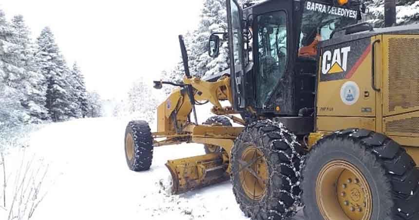 Bafra'da karla mücadele sürüyor