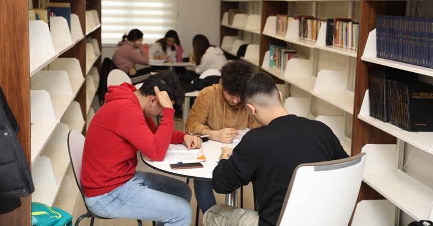 Belediye kütüphanesine öğrencilerden yoğun ilgi