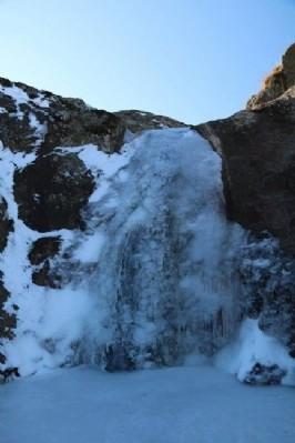 Suatan Şelalesi soğuktan dondu