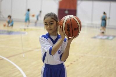 Halepli minik kızın basketbol aşkı