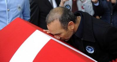 Leonidis, Naim Süleymanoğlu'na tabutunu öperek veda etti