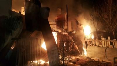 Giresun'da 4 ev, 1 odunluk kül oldu