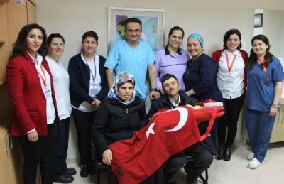 15 yıl sonra geldi Türk Bayrağı'na sarıldı