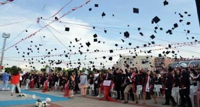 Genç mühendislerin mezuniyet coşkusu
