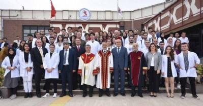 Tıp Fakültesi öğrencileri önlüklerini giydi