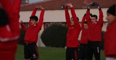 Genç futbolcular A Takımla çalıştı