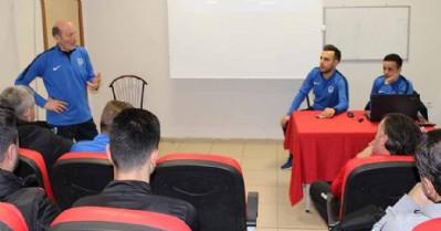 Altyapı antrenörleriyle toplantı