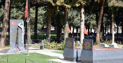 Şehit mezarlarına düzenleme